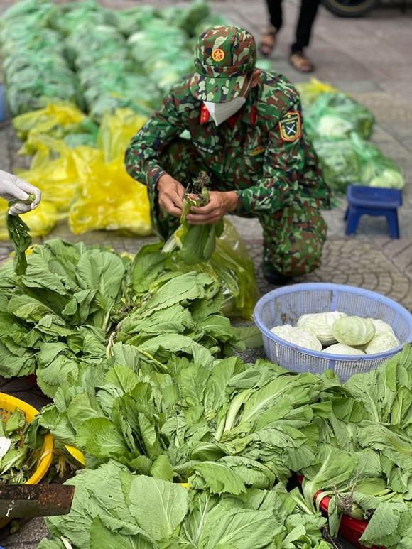 Ngày đầu tiên cán bộ, chiến sĩ xuất quân phòng, chống dịch trên địa bàn TPHCM ảnh 9