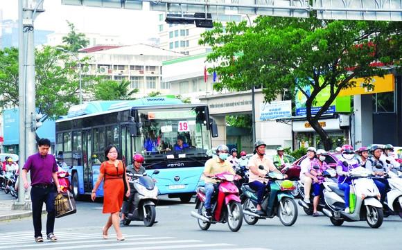 Hoạt động xe buýt ngày càng 'èo uột' ảnh 1