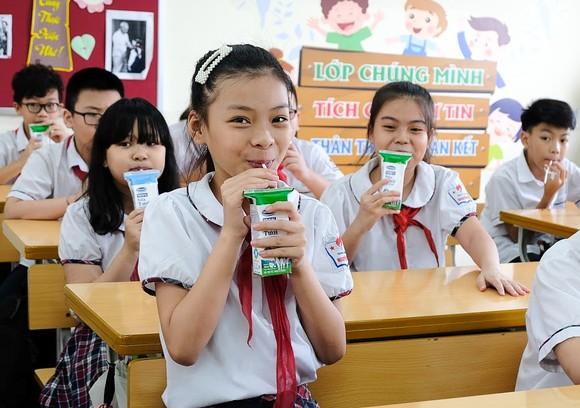 Hơn 250 ngàn trẻ em chính thức tham gia chương trình sữa học đường ở TPHCM ảnh 1