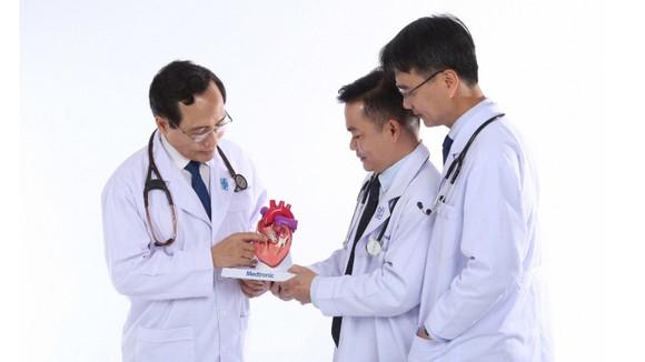 Kỷ niệm 65 năm Ngày Thầy thuốc Việt Nam (27-2-1955 - 27-2-2020): Người 'sửa lỗi' trái tim  ảnh 1