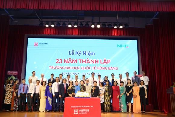 Lễ kỷ niệm 23 năm thành lập của Trường Đại học Quốc tế Hồng Bàng được tổ chức sáng ngày 10-7 tại Hội trường Beethoven