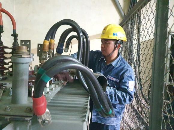 Ngành điện TPHCM: Tri ân khách hàng, chung tay hướng về miền Trung ảnh 1