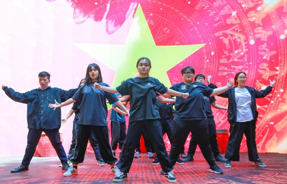 Lễ trao giải Quả bóng vàng Việt Nam 2020 rộn ràng trước giờ G ảnh 4