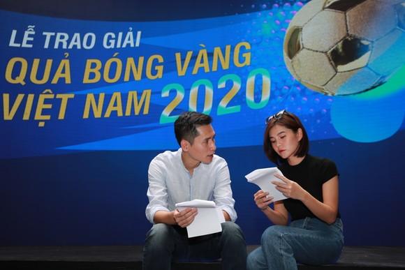 Lễ trao giải Quả bóng vàng Việt Nam 2020 rộn ràng trước giờ G ảnh 9
