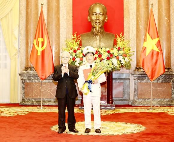 Thứ trưởng Bộ Công an Nguyễn Văn Sơn được thăng hàm Thượng tướng ảnh 1