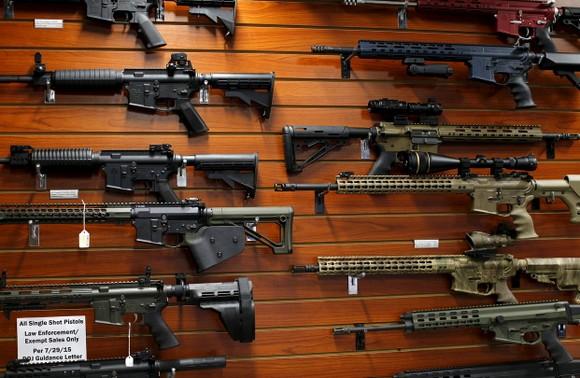 Một cửa hàng bán súng tại Mỹ. Ảnh: WALL STREET JOURNAL