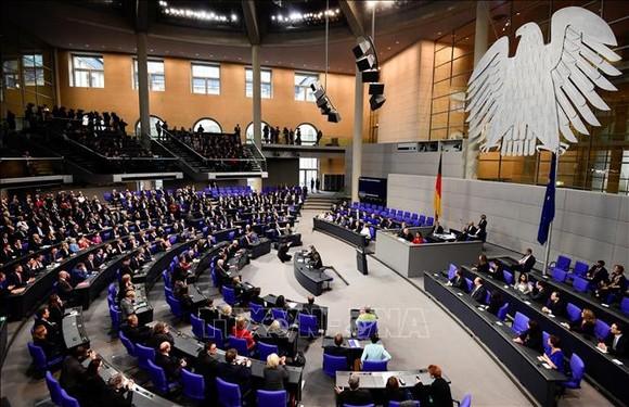 Thủ tướng Đức Angela Merkel và các thành viên nội các tại một phiên họp Quốc hội ở Berlin. Ảnh tư liệu: AFP/TTXVN
