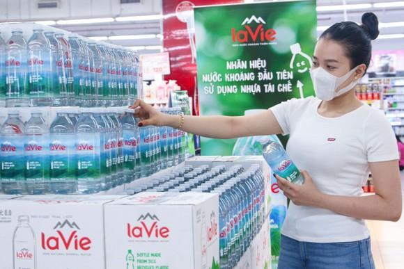 Chai nhựa tái chế: Bước đi mới trong xu hướng tiêu dùng xanh  ảnh 1