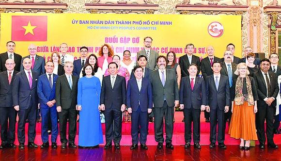 TPHCM: Không đánh đổi môi trường  để phát triển kinh tế ảnh 1