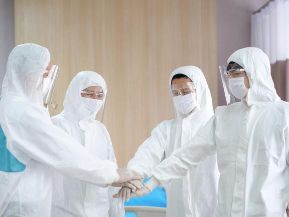 Gói học bổng trị giá 50 tỷ đồng dành cho con của nhân viên y tế trực tiếp điều trị bệnh nhân Covid-19 ảnh 1