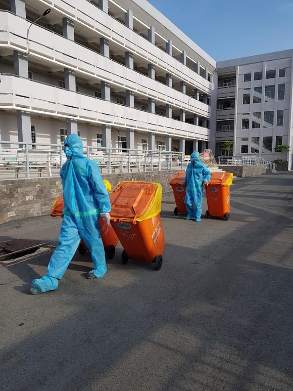 Kiểm soát chặt nguồn rác trong khu cách ly ảnh 1