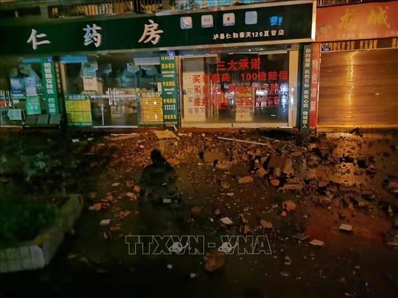 Nhiều ngôi nhà bị hư hại trong trận động đất tại tỉnh Tứ Xuyên, Trung Quốc, ngày 16-9. Ảnh: TTXVN