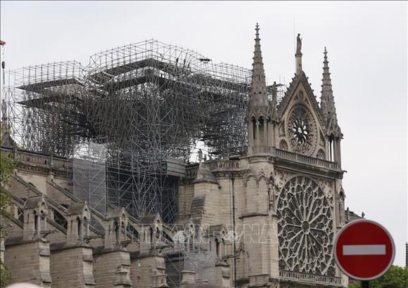 Nhà thờ Đức Bà ở Paris bị phá hủy một phần sau vụ hỏa hoạn ngày 16-4-2019. Ảnh: TTXVN