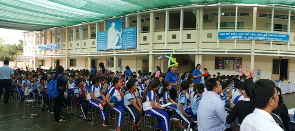 SAIGONBANK mang trung thu yêu thương đến với trẻ em nghèo huyện Nhà Bè ảnh 2