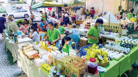 Quang cảnh phiên chợ xanh tử tế.