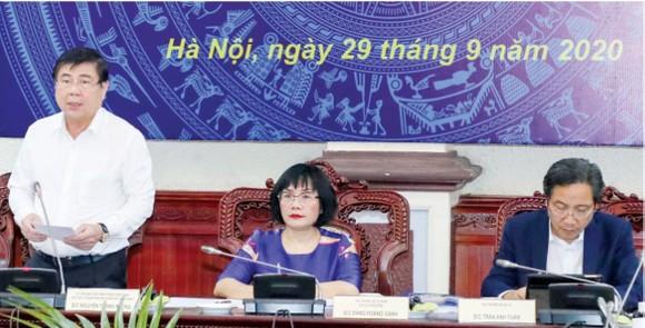 Chủ tịch UBND TPHCM Nguyễn Thành Phong  phát biểu  tại hội nghị.  Ảnh: QUANG PHÚC