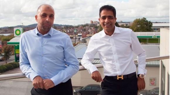 2 anh em Zuber và Mohsin