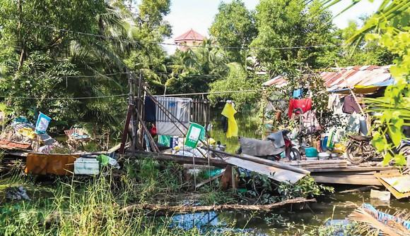 Một căn nhà tạm bợ nằm trong khu quy hoạch treo Bình Quới-Thanh Đa.
