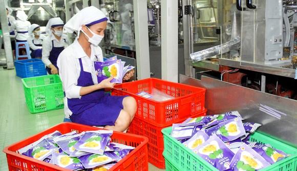 Chế biến mít xuất khẩu tại Công ty Vinamit, tỉnh Bình Dương Ảnh: CAO THĂNG