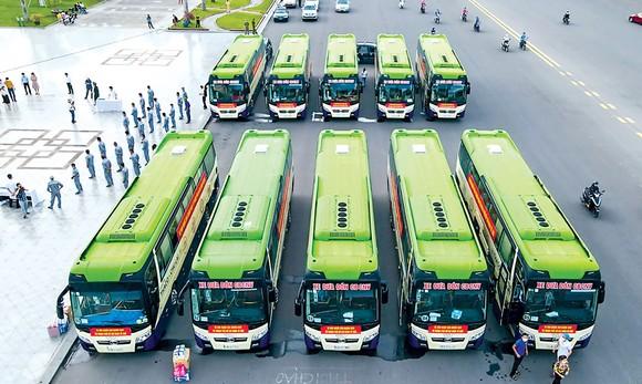 10 xe đưa người dân từ TPHCM về Quảng Nam.