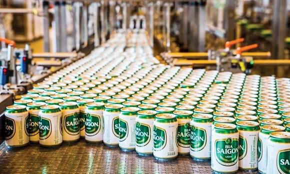 """Chưa kịp """"hồi sức"""" sau năm 2020 đầy sóng gió, nhóm cổ phiếu bia hứng tiếp đợt bùng phát dịch lần thứ 4 với những ảnh hưởng nghiêm trọng nhất."""