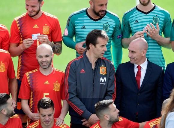 Sốc: Tây Ban Nha sa thải HLV Lopetegui vì lén đàm phán với Real Madrid ảnh 1