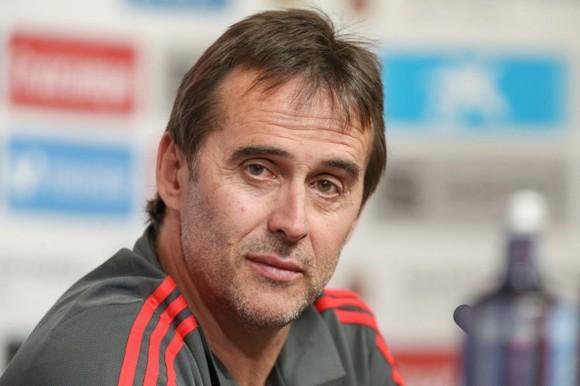 HLV Julen Lopetegui bị sa thải vì lén đàm phán với Real Madrid.