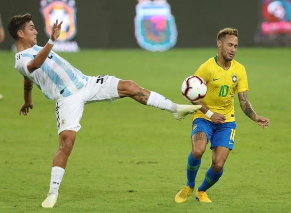 Paulo Dybala chấn thương đầu gối, nguy cơ bỏ lỡ trận Man United ảnh 1