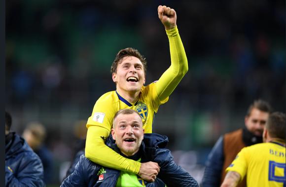 Sao Man United tự hào khi đoạt Quả bóng vàng Thụy Điển ảnh 1