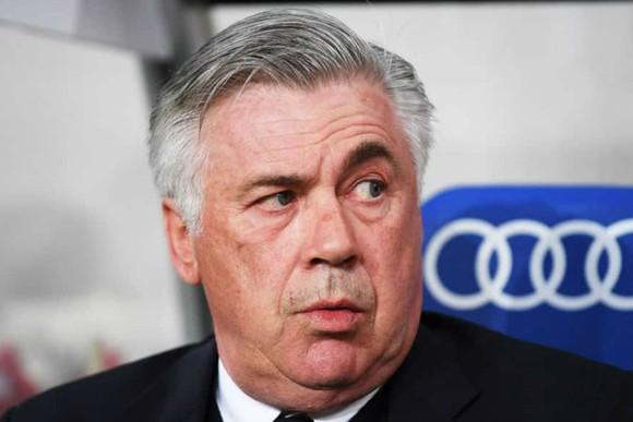"""Napoli sẽ không """"đặt xe bus trên sân"""" Liverpool"""