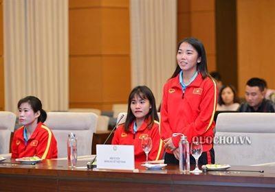 Chủ tịch Quốc hội động viên tuyển nữ VN trước khi tham dự SEA Games 2019 ảnh 2