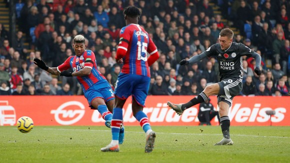 Thắng Crystal Palace 2-0, Leicester qua mặt Cheslea ảnh 1