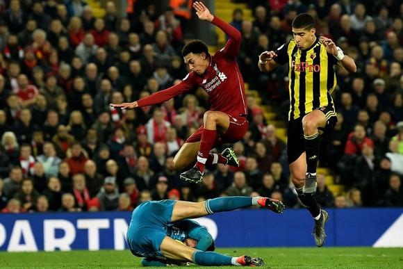 """Nhận định Liverpool – Watford: Klopp sẽ """"trượt vỏ chuối"""" trong cuộc chiến đỉnh và đáy?"""