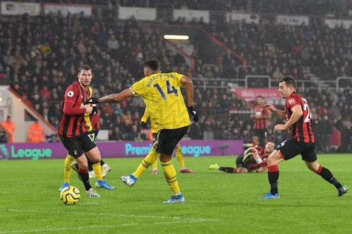 Bournemouth - Arsenal 1-1: Aubameyang giúp Arterta giành lại 1 điểm ảnh 4