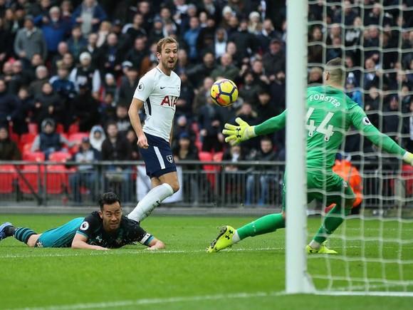 Harry Kane ghi hattrick vào luối Southampton ngày Boxing day 2017