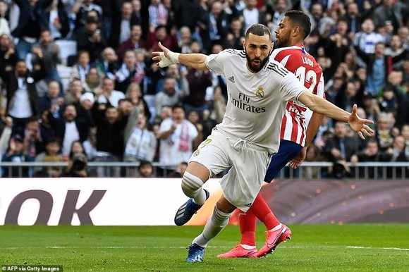Karim Benzema ăn mừng bàn thắng