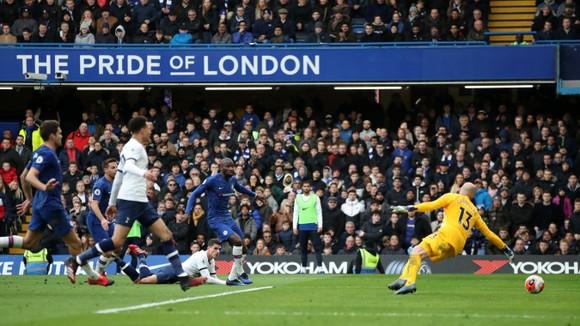 Chelsea - Tottenham 2-1: Giroud và Marcos Alonso lập siêu phẩm, Lampard hạ gục Mourinho ảnh 8