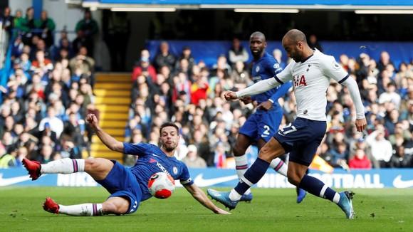 Chelsea - Tottenham 2-1: Giroud và Marcos Alonso lập siêu phẩm, Lampard hạ gục Mourinho ảnh 3