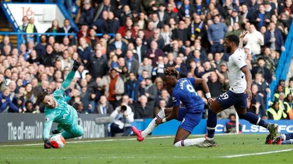 Chelsea - Tottenham 2-1: Giroud và Marcos Alonso lập siêu phẩm, Lampard hạ gục Mourinho ảnh 7