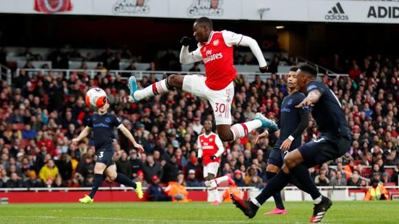 Arsenal - Everton 3-2: Aubameyang ghi cú đúp giúp Pháo thủ ngược dòng ảnh 4