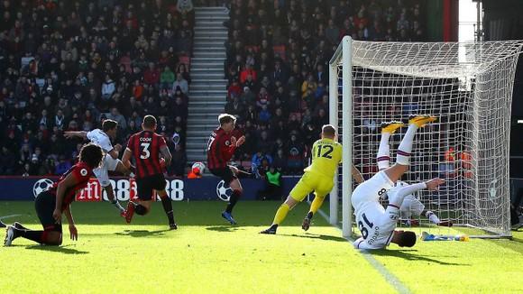 Bournemouth - Chelsea 2-2: Marcos Alonso ghi cú đúp giúp The Blues gỡ hòa ảnh 4