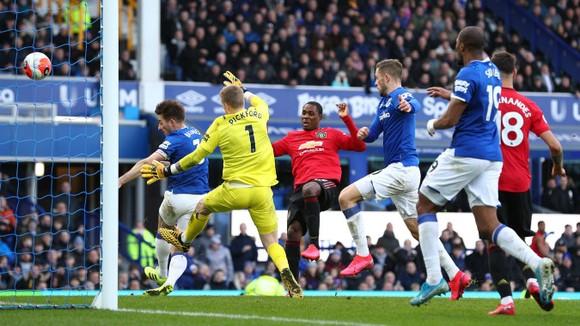 Everton - Man United 1-1: De Gea tặng quà, Bruno lại tỏa sáng  ảnh 5
