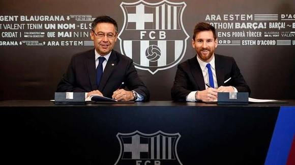 Chủ tịch Josep Maria Bartomeu  và siêu sao Leo Messi