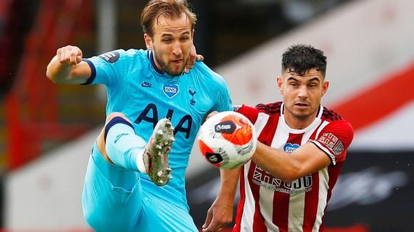 Harry Kane đã rất nỗ lực nhưng không vu75cv dậy nổi Tottenham sa sút