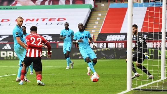 Tottenham thua tan tác trên sân Sheffield United, Mourinho hết phép ảnh 2