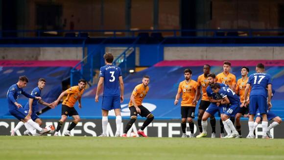 Kết quả và xếp hạng giải Ngoại hạng Anh, vòng 38: Chelsea và Man United vào tốp 4, Aston Villa trụ hạng ảnh 4
