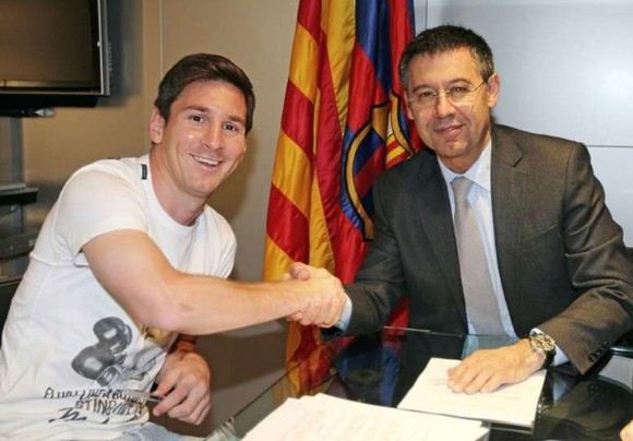 Messi và Chủ tịch Bartomeu