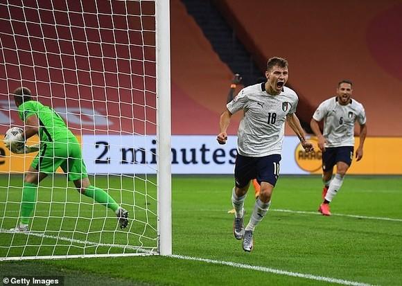 Nicolo Barella ăn mừng bàn thắng