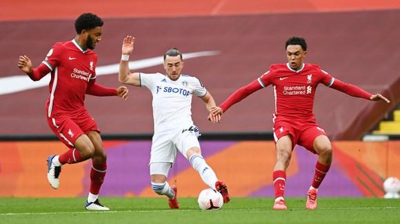 Mo Salah ghi hattrick giúp Liverpool khuất phục Leeds trong cơn mưa 7 bàn thắng ảnh 2