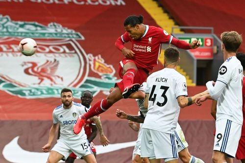 Mo Salah ghi hattrick giúp Liverpool khuất phục Leeds trong cơn mưa 7 bàn thắng ảnh 3